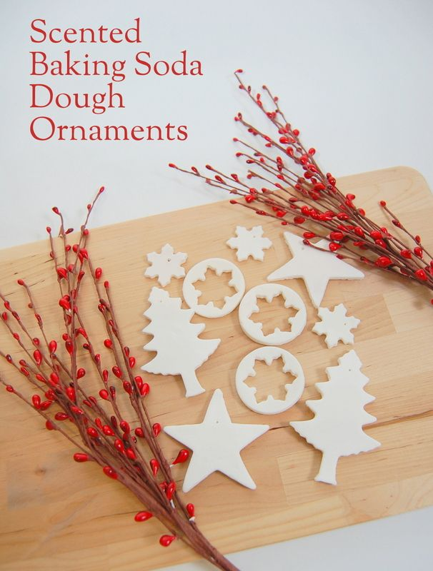 Cinnamon Scented Baking Soda Ornaments!  oooo i can put food coloring too.  perfect for the kids' xmas tree.
