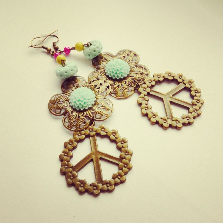 hand made earrings, hippies style, flowers, fimo, peace BY SHARYS