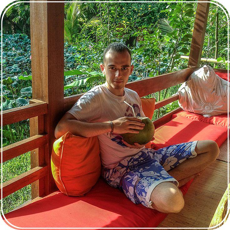 Рубрика: #МыслиВслух_vladwhite Место фото: о.Бали, Убуд, пью кокос в кафе с цветущими лотосами.  Ты тратишь так много на свои слабости, но как много это приносит денег?  Все эти пьяно дымные вечеринки, алко-марафоны и пати-на-хате требуют вложений? Ну, а как же! Элитный алкоголь может высосать из твоего кармана не меньше 10 000 рублей за вечер, а то и больше. Ведь если травить себя, то чем подороже. Так ведь?  Нет, я не выступаю тут с пропагандой здорового образа жизни, хотя сам человек не…