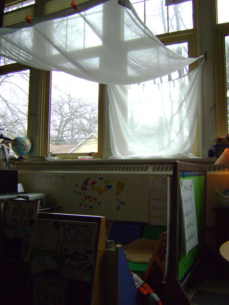 canopyReading Centre, Centre Windows, Classroom Decor, Art Studios, Kindergarten Classroom, Education, Classroom Ideas, Reggio Emilia Classroom, Classroom Organic