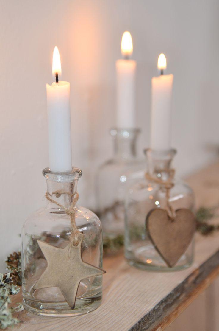 Naturligt pynt, som disse hjerter og stjerner til at hænge på flasker eller lys. kr. 5,- http://www.oraetlabora.dk/product/hjerte-ophaeng-natur-4084/