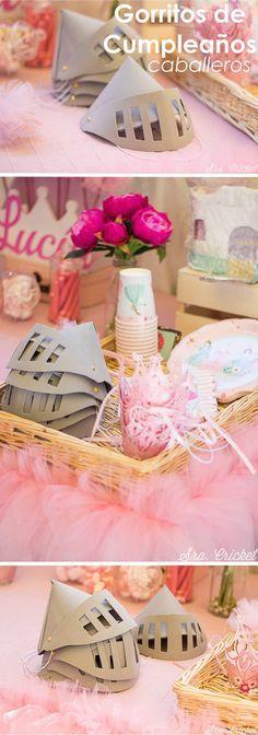 Una fiesta de princesas y unos gorritos de cumpleaños para caballeros. Hechos con goma eva #gomaeva #gorroscumpleaños #fiestasinfantil Hacer gorros de cumpleños