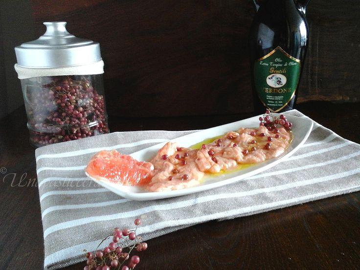 Salmone marinato al pompelmo rosa e pepe rosa con olio Verdone Gentili  http://unapasticceramatta.altervista.org/salmone-marinato-al-pompelmo-rosa-e-pepe-rosa/