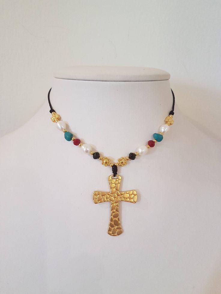 Quiero compartir lo último que he añadido a mi tienda de #etsy: Collar Cruz Corto Dorado , Turquesa, Cristales , Perlas y Cordón . http://etsy.me/2zzXTxC #joyeria #collar #oro #cordnecklace #crossnecklace #collarcruz #giftforher #catholicgift #goldcross #shortnecklace