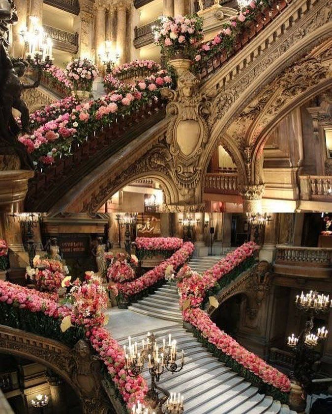 ✨🌺✨ #opera #decoration #love #beautiful #bride #wedding #weddingdress #weddingday #bridal #fashion #fashionblogger #fashionista #style…