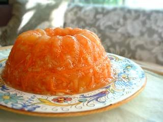 Grandma's Sunshine Salad - 2 3-ounce packages lemon flavored gelatin  2 cups boiling water  1 cup ice water  1 9-ounce cans crushed pineapple with juice (cannot use fresh pineapple)  1 teaspoon lemon juice or white vinegar  Pinch salt  2 cups grated carrots
