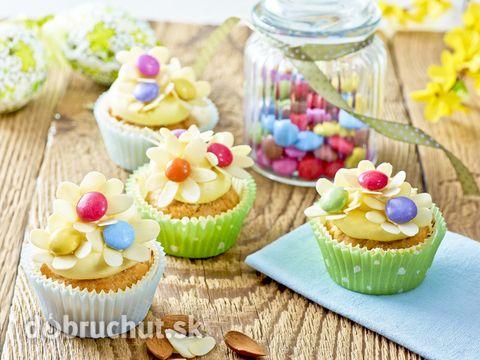 Rozkvitnutý jarný cupcake