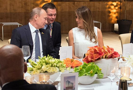 """At the summit of """"Big twenty"""" on the left hand of President Vladimir Putin at the Banquet was the first lady of the United States Melania trump"""