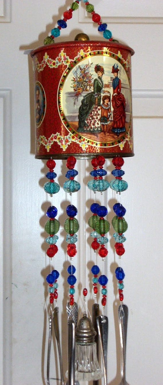 Finally!  An idea for what I can do with some of the old tins I have.  I love them, and hate to get rid of them, but don't have use for all of them.  Windchimes is a great idea!