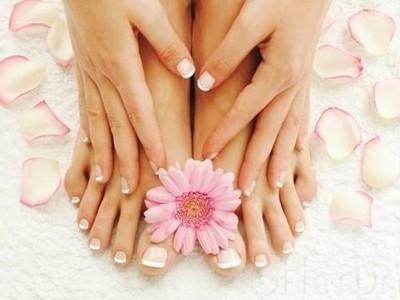 Las uñas de los pies merecen la misma atención y cuidado que las uñas de las manos  http://adrianabetancur.com/#!/como-cuidar-las-unas-de-los-pies/