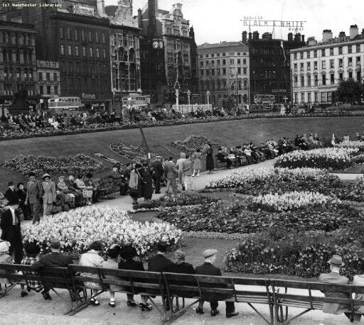 Piccadilly Gardens 1950, Manchester. Before the spoiled it with fountains