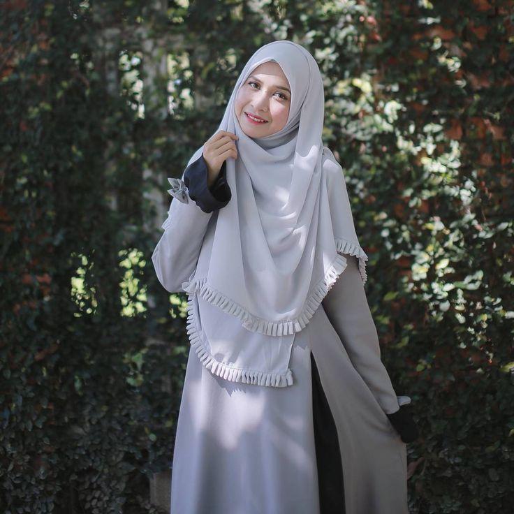 """Korang dah beli Baju Raya Haji.... ??  .  .  Mungkin Jubah Saloma boleh masuk dalam salah satu pilihan awak....   .  .  .  Bawal Karipap Bidang 60"""" + Jubah Saloma = Bidadari....  .  .  www.hijabgaleria.my"""
