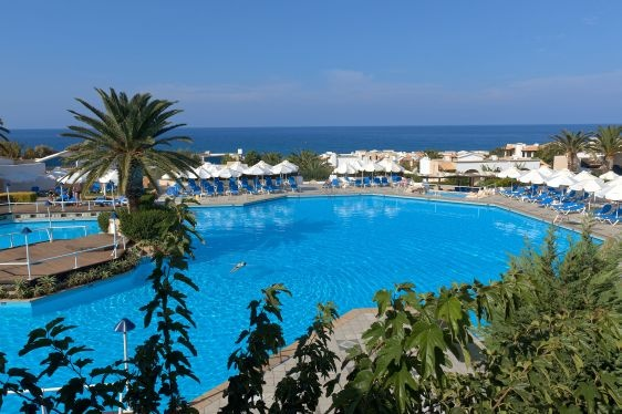 Bathed in the sunlight,calmed by the gentle waves of the Aegean Sea - and within easy reach of a spectacular beach and gleaming swimmings pools - is the idyllic, family friendly Knossos Royal.