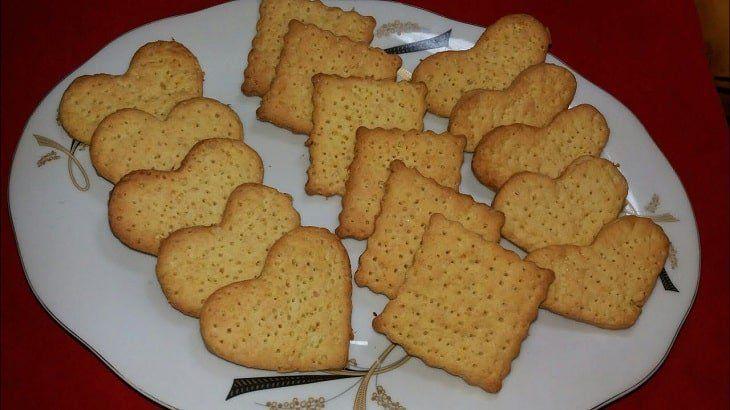 رؤية توزيع البسكويت في المنام البسكوت البسكويت البسكويت في المنام تفسير ابن سيرين Food Desserts Breakfast