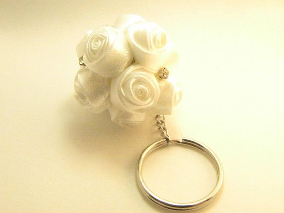 White ball roses keychain