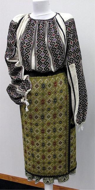 Costume populare romanesti din zona Muscelului, secol XIX.