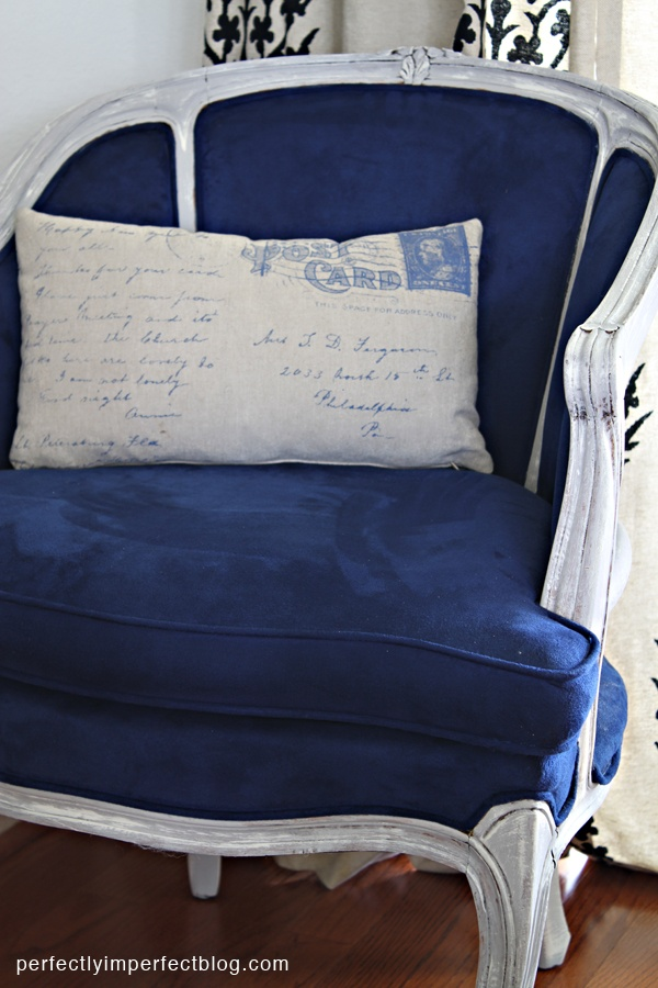 Shabby Chic Chair Makeover. Nice!: Blue Velvet, Blue And White Chairs, Chairs Makeovers, Postcards Pillows, Paintings Colors, Antiques French, Chalk Paintings, Blue Chairs, French Chairs