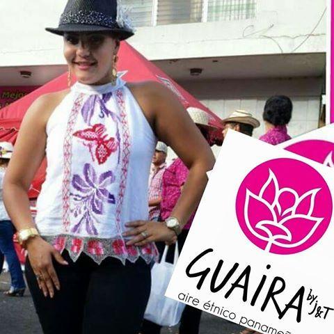 camisa halter marcada con trencillas de mundillo y encaje de pajita, un diseño moderno confeccionado por Guaira #vestidoestilizado