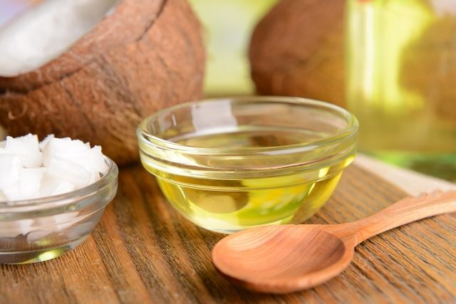 O óleo de coco serve para emagrecer, regular o colesterol, diabetes,melhorar o sistema cardíaco e até a imunidade. Para fazer o óleo de coco virgem...