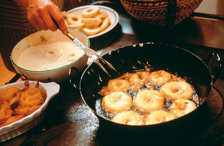 Gebackene Apfelringe auf Schilcherschaum : Steirische Rezepte - Gute Küche aus Österreich : Steiermark Urlaub