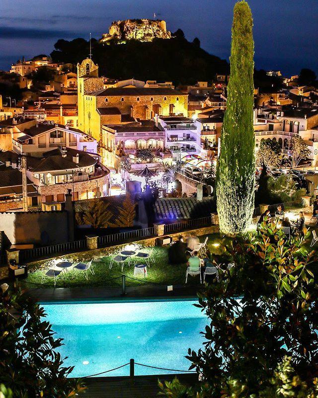 Begur #photo #nocturna #catalonia #girona #catalunyaexperience #canon #travel  #viajar #instagramer  #instagram #castillo #luces #ligth  #like #beatiful #pueblo #costabrava