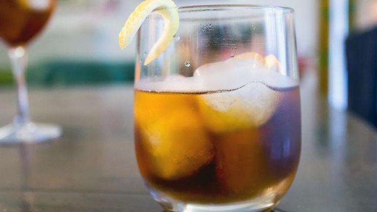Americano cocktail con scorza di limone, abbinamento per tacchino alla griglia