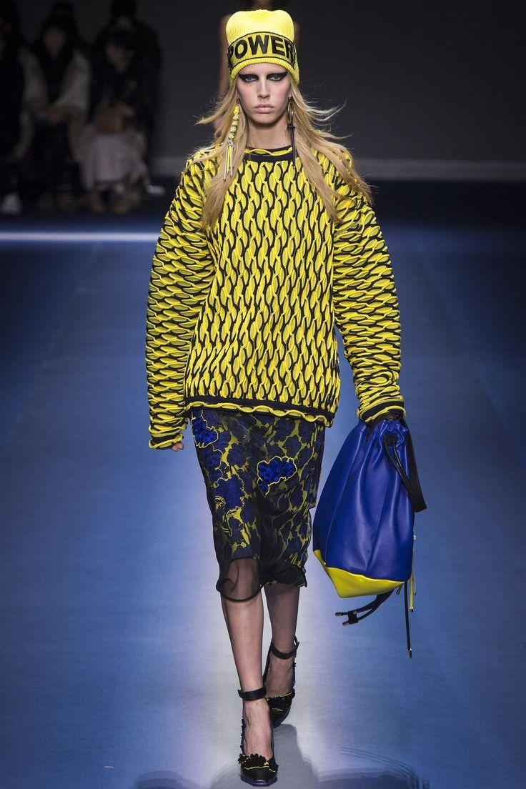 Défilé Versace prêt-à-porter femme automne-hiver 2017-2018 33