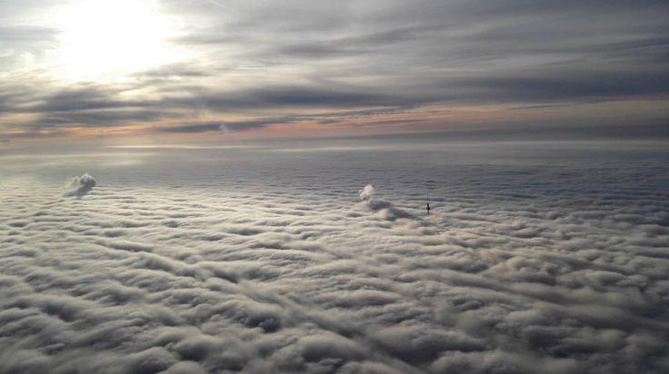 Himmel über Berlin  (15.12.15) Wie Dünen in einer Wüste wirkt der dichte Nebel...