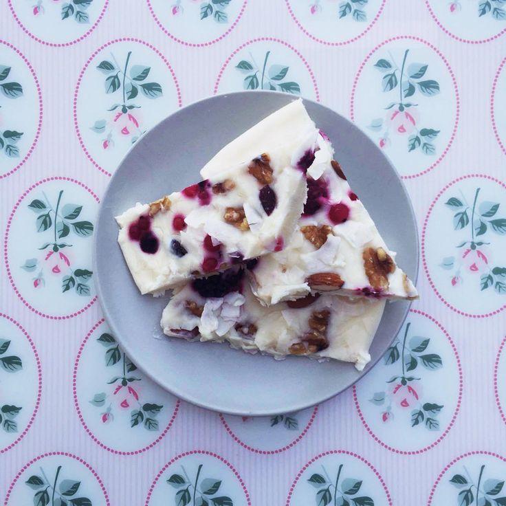 Nood aan een verfrissende snack met weinig calorieën? Laat je helemaal verleiden door deze overheerlijke frozen yoghurt reep. Dit gezond tussendoortje kan je bovendien gemakkelijk zelf maken. Say hello to summer, ladies!