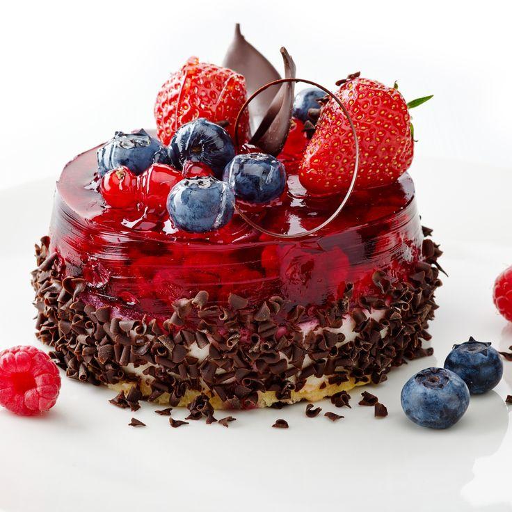 Jelly strawberry- blueberry chocolate cake