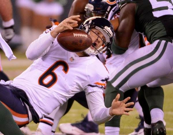 PHOTO: Chicago Bears QB Jay Cutler Shows Off His 'O' Face During MNF   FatManWriting