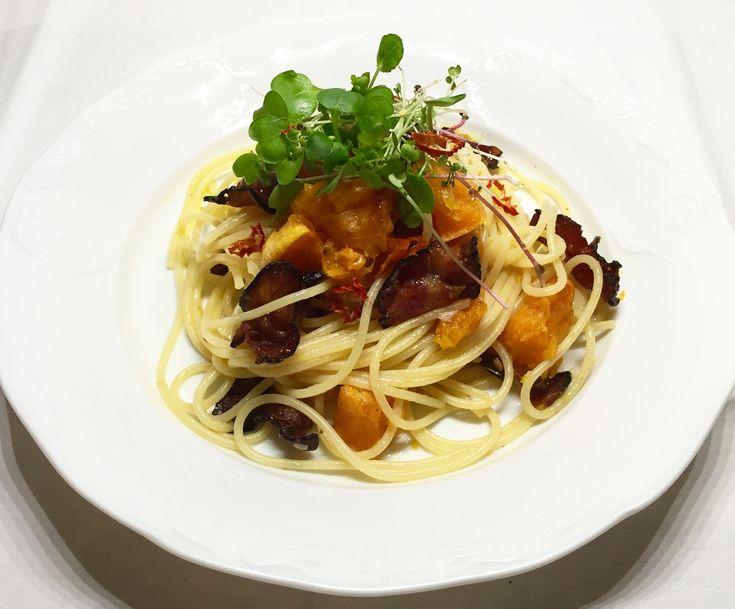 Dýňové špagety se slaninou a chilli • Pumpkin tagliatelle with bacon and chilli • Microgreens • Mikrobylinky