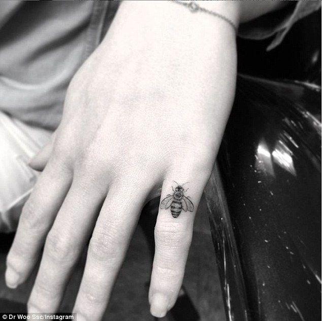 Will had altijd al een uitdagende levensstijl, tot op de dag dat hij in een rolstoel belandde. Hij moest alles opgeven wat hij graag deed en kon dus ook niet aanvaarden dat Louisa alles aan haar voorbij liet gaan. Hij moedigde haar aan om van het leven te gaan geniet. Het eerste wat ze deed was een tattoo van een bijtje zetten.