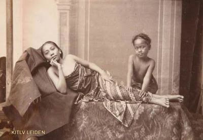 Bint photoBooks on INTernet: The Dutch East Indies in photographs 1860-1940 collection KITLV Photography