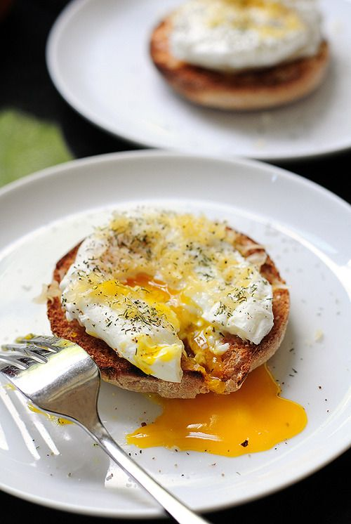 neekaisweird:    Poached Eggs with Gouda on a English Muffin