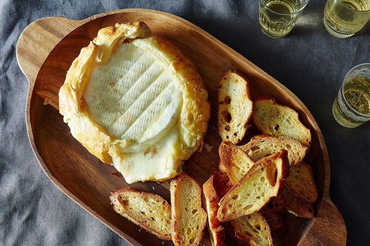 Skip the cheese plate and opt for a simple, oozy baked Brie that anyone can make -- and everyone will enjoy.