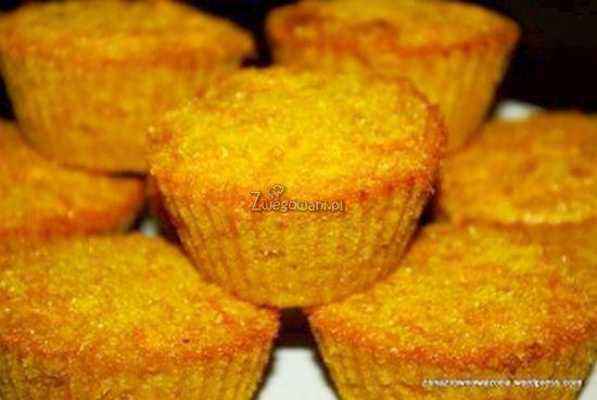 Bezglutenowe muffiny z dyni i kaszy kukurydzianej. Babeczki z dynią - iście jesienny przepis z dodatkiem polenty. Sprawdź nasz przepis!