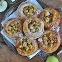 panini allo yougurt con mela caramellata http://smakowitychleb.pl/jogurtowe-buleczki-kamelizowanym-jablkiem/