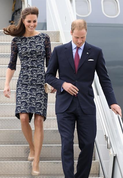 love the dress + the nude pumpsDuchess Of Cambridge, Prince Williams, Fashion Style, Middleton Fashion, Navy Lace, Kate Middleton, The Dresses, Duchess Kate, Lace Dresses