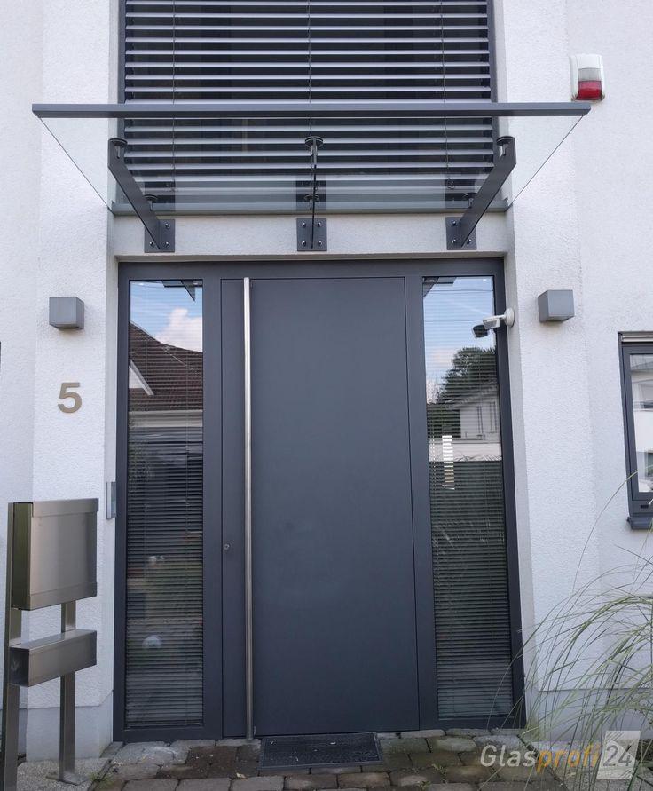 Glasvordach mit Edelstahl-Trägern (Schriftzug möglich). Haustür-Vordach SPADA kann hier konfiguriert werden, um den eigenen ➨ Preis zu berechnen!