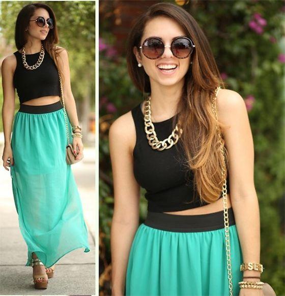 Ve femenina y sexy con este coqueto conjunto: Crop-top color negro, un pequeño collar en dorado y una falda larga color turquesa ¡magnifica combinación!