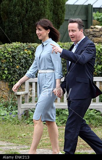 Conservative party leader David Cameron and his wife Samantha arrive to vote at his local polling station on election day. 7/05/2015 Spelsbury, Witney, Oxfordshire © Ric Mellis / Alamy