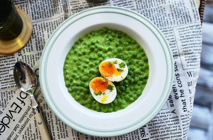 Ez a főzelék annyira zöld és annyira finom lett, amennyire csak lehet, és a hozzá feltétként adott tökéletes főtt tojással együtt garantáltan az is imádni fogja, akit eddig menzás rémálmok gyötörtek.