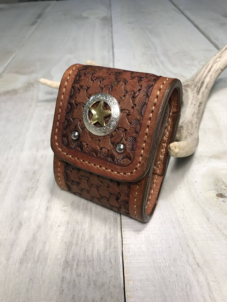 Deluxe Leather Hunters Cartridge Carrier and Wallet by RavenHornLeather on Etsy https://www.etsy.com/ca/listing/567048748/deluxe-leather-hunters-cartridge-carrier