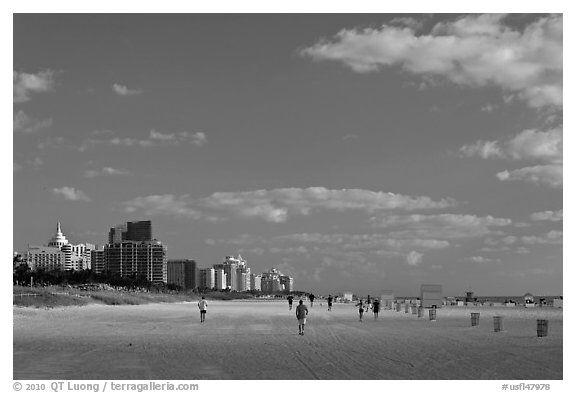 Image from http://www.terragalleria.com/images/black-white/us-se/usfl47978-bw.jpeg.