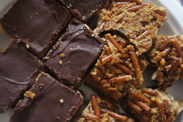 Small Kitchen College » Sweet Dreamin': Pretzel Crusted Peanut Butter Brownies: Fun Recipes, Peanuts, Peanut Butter Pretzel, Sweets, Brownies Salty Sweet, Pretzel Crusted Peanut, Pretzels, Peanut Butter Brownies, Pretzel Crusted Brownies