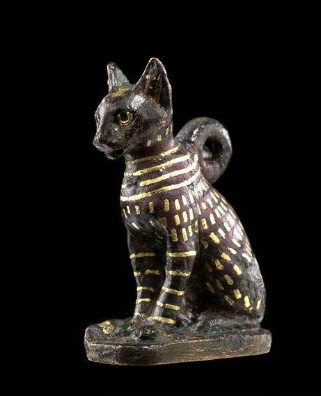 Égypte / Egypt (3e Période Intermédiaire, 1069 - 664 avant J.-C. / 3rd Intermediate Period, 1069-664 BC), Amulette : chat / Amulet: cat © Musée du Louvre - Georges Poncet