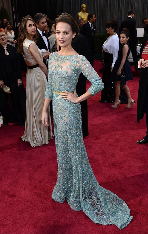 De qué os suena el vestido de Elie Saab de Alice Vikander en los #Oscar2013? ;)