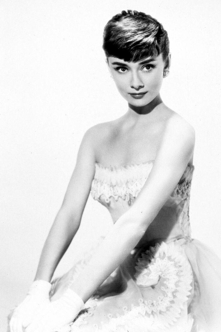 classic-hollywood-glam:Audrey Hepburn