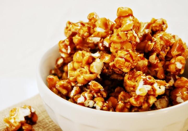 Caramel Popcorn: Recipes Snacks, Appetizers Recipes, Yummy Desserts, Classic Snacks, Caramel Popcorn But, Desserts Recipies, Caramel Popcorn Favorite, Databa Recipes, Popcorn Recipes